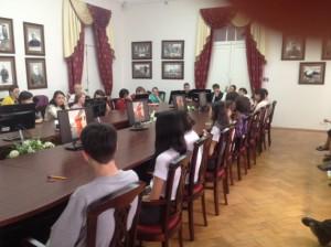 Участники Олимпиады в зале краеведческих исследований