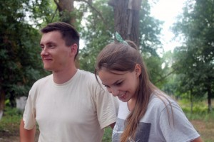 Волонтёры Алексей Задубовский и Лилия Банщикова