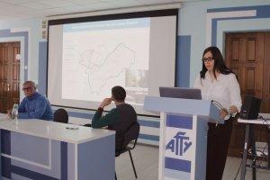 Наталья Мещерекова читает лекцию о птицах заповедника