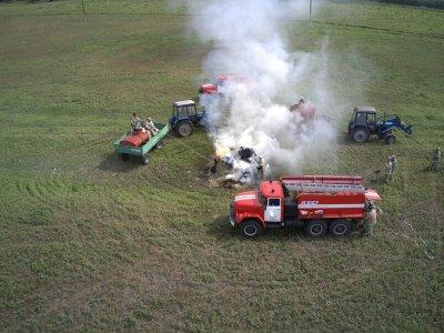 Идёт тушение учебного пожара на сопредельной сухопутной территории