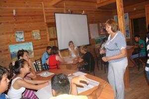 Замятина Г.В. проводит тренинг по взаимодействию инспекции заповедника с местными жителями