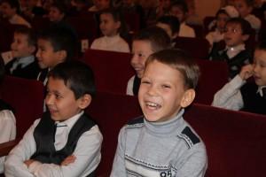 От шуток весельчака юные зрители были в восторге!