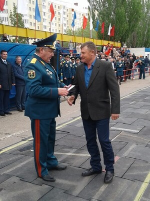 Награждение. Генерал-майор Евстафьев И.Ю. с Коноваловым В.В.