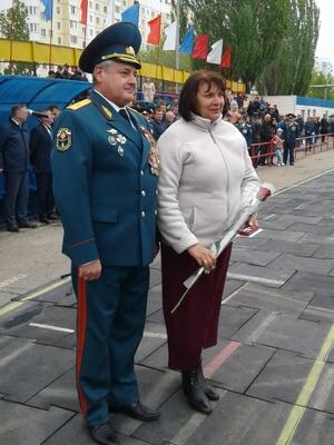 Награждение. Генерал-майор Евстафьев И.Ю. с Замятиной Г.В.