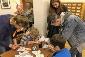 Взрослые тоже присоединились к творческому процессу