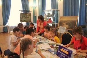 Евгения Лубянова помогает творческому процессу