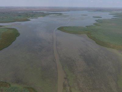 Единственный путь по воде на дальние кордоны по водным прокосам