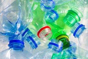 Podelki-iz-plastikovyih-butyilok-5